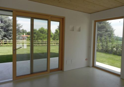 La-villa-moderna-di-Cermenate-3